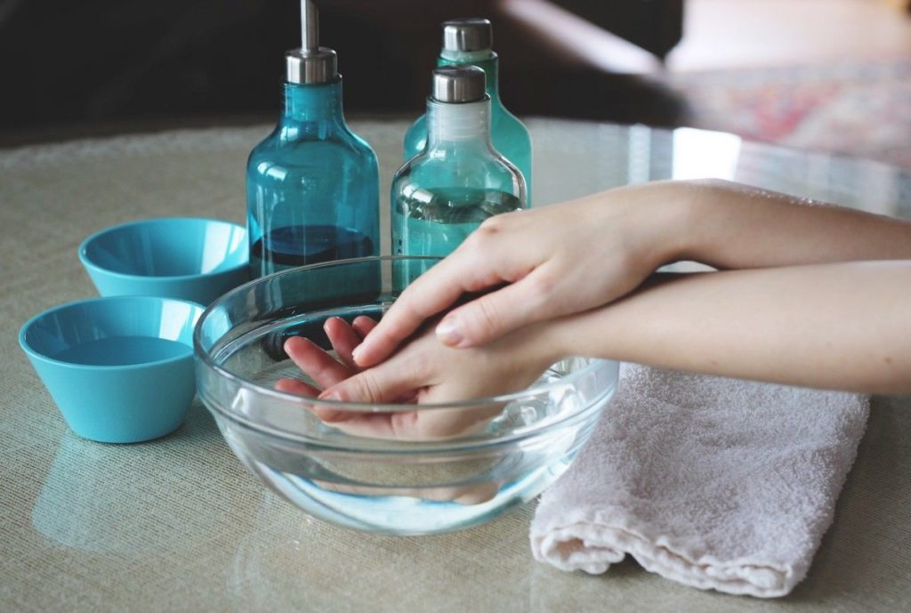Przygotowanie mieszanki do przemywania skóry