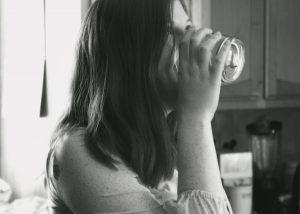 Odpowiednie nawodnienie sprzymierzeńcem w dbaniu o zdrową sylwetkę